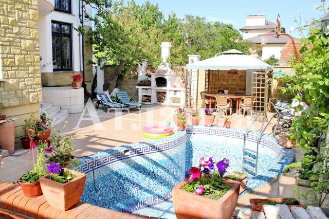 Продается дом на ул. Клубничный Пер. — 470 000 у.е.