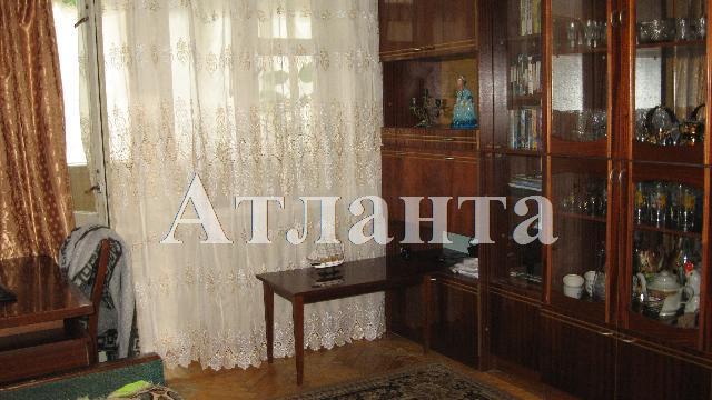 Продается 3-комнатная квартира на ул. Среднефонтанская — 50 000 у.е.