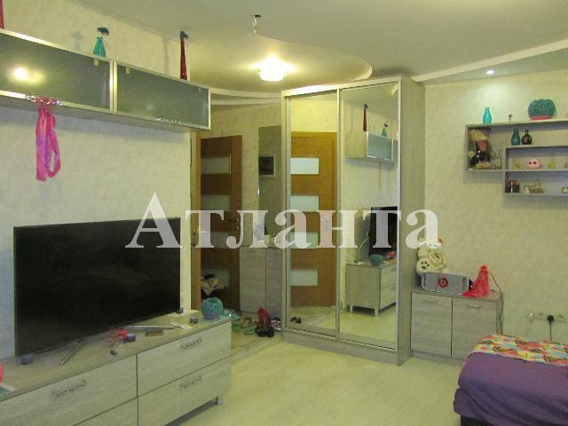 Продается 2-комнатная квартира на ул. Довженко — 65 000 у.е.