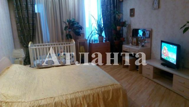 Продается 2-комнатная квартира на ул. Среднефонтанская — 80 000 у.е.