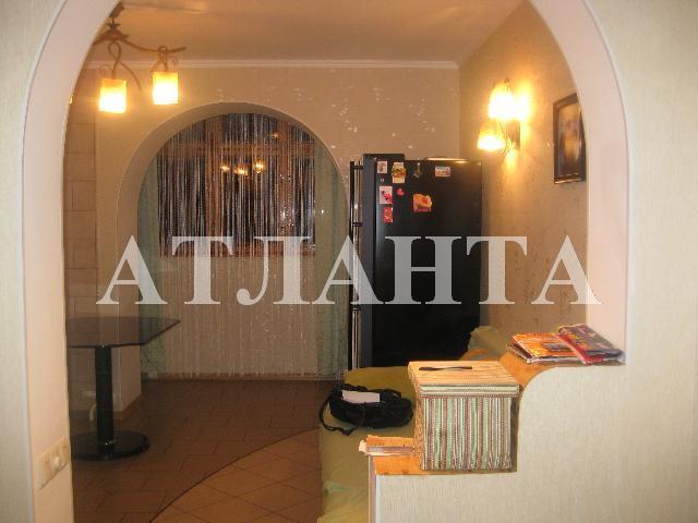Продается 2-комнатная квартира на ул. Академика Вильямса — 82 000 у.е.