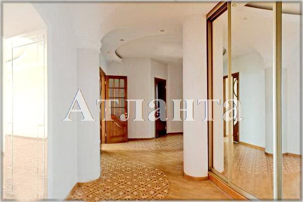 Продается 3-комнатная квартира на ул. Довженко — 350 000 у.е.