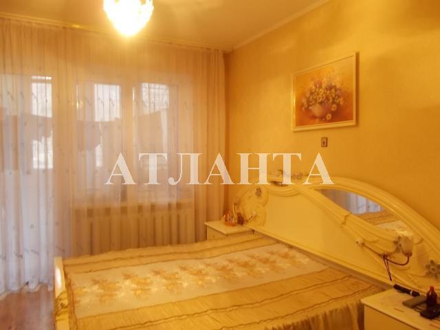 Продается 4-комнатная квартира на ул. Днепропетр. Дор. — 52 000 у.е.