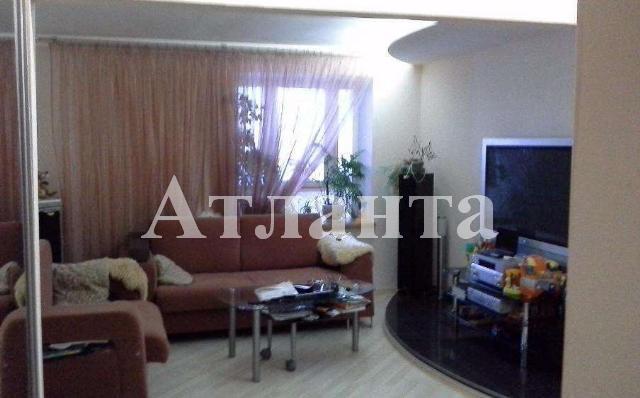 Продается 2-комнатная квартира на ул. Днепропетр. Дор. — 52 000 у.е.