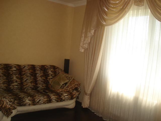 Продается 4-комнатная квартира на ул. Леонова — 65 000 у.е.