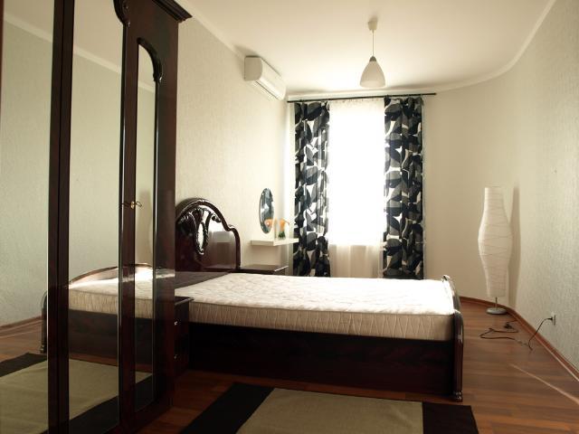 Продается 3-комнатная квартира на ул. Новосельского — 180 000 у.е.