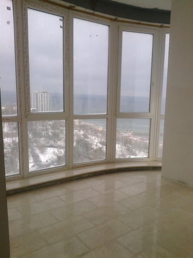Продается 3-комнатная квартира на ул. Литературная — 350 000 у.е.