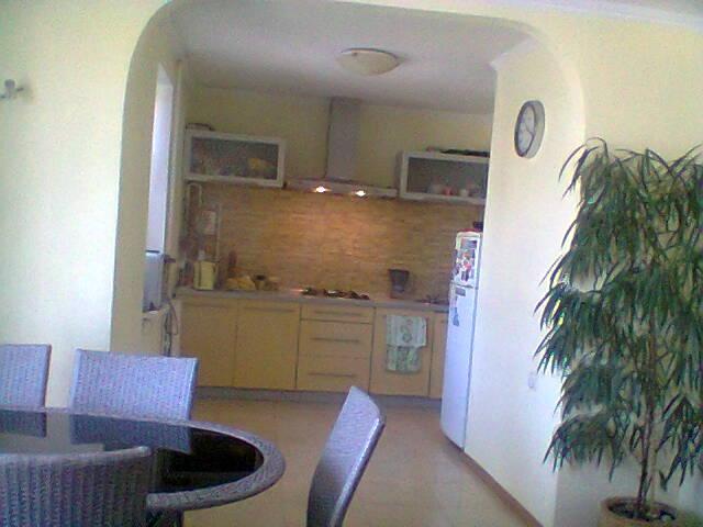 Продается 4-комнатная квартира на ул. Маловского — 65 000 у.е.