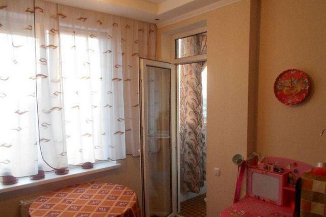 Продается 1-комнатная квартира на ул. Радужный М-Н — 32 000 у.е.