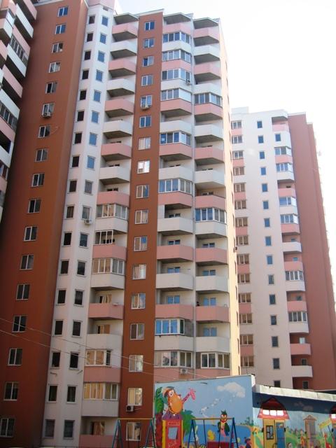 Продается 3-комнатная квартира на ул. Радужный М-Н — 66 000 у.е.