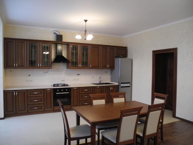 Сдается 3-комнатная квартира на ул. Шампанский Пер. — 800 у.е./мес.