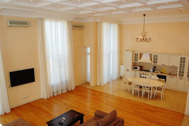 Сдается 4-комнатная квартира на ул. Мукачевский Пер. — 1 300 у.е./мес.