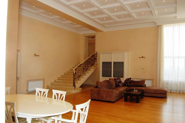Сдается 4-комнатная квартира на ул. Мукачевский Пер. — 1 500 у.е./мес. (фото №2)