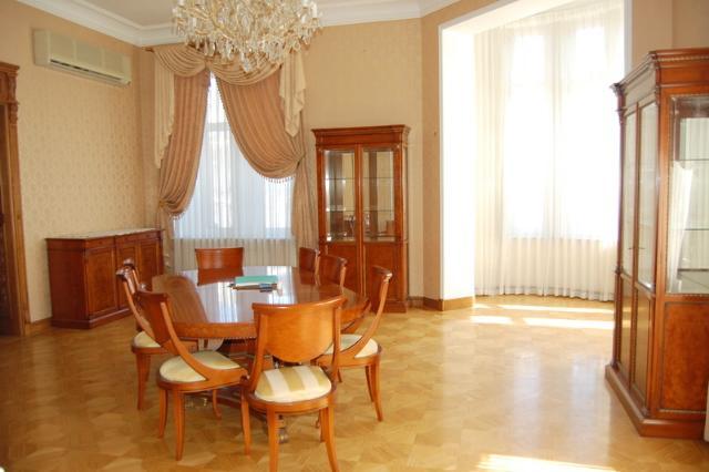 Сдается 5-комнатная квартира на ул. Дерибасовская — 2 500 у.е./мес.