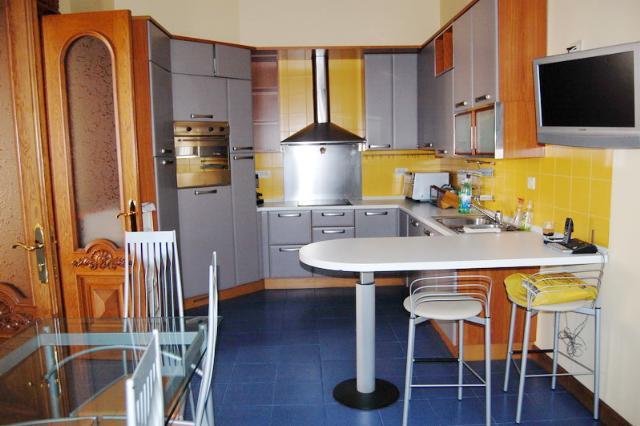 Сдается 5-комнатная квартира на ул. Дерибасовская — 2 500 у.е./мес. (фото №10)