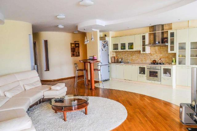 Сдается 3-комнатная квартира на ул. Маршала Говорова — 600 у.е./мес. (фото №2)