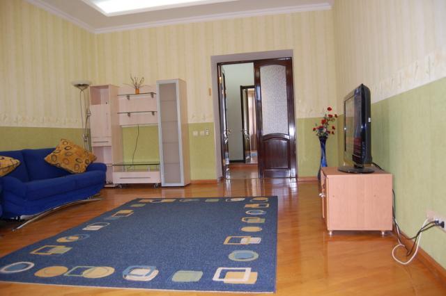 Сдается 2-комнатная квартира на ул. Азарова Вице Адм. — 700 у.е./мес. (фото №2)