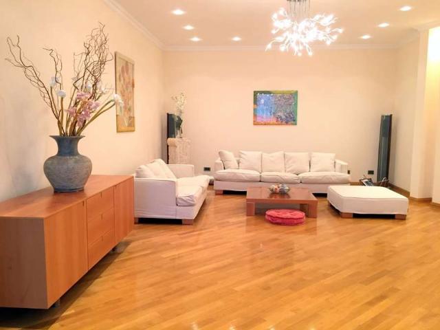 Сдается 4-комнатная квартира на ул. Дунаева Пер. — 2 200 у.е./мес.