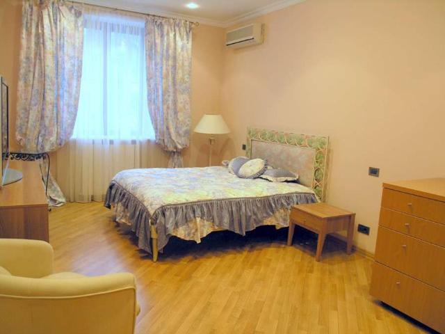 Сдается 4-комнатная квартира на ул. Дунаева Пер. — 2 200 у.е./мес. (фото №9)