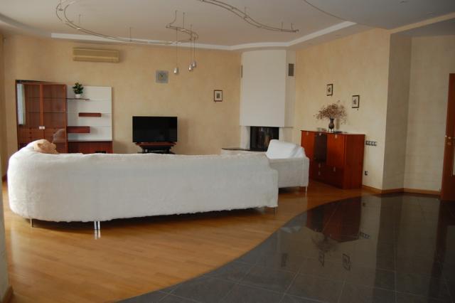 Сдается 4-комнатная квартира на ул. Довженко — 1 500 у.е./мес.
