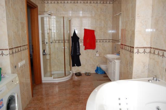 Сдается 4-комнатная квартира на ул. Довженко — 1 500 у.е./мес. (фото №9)