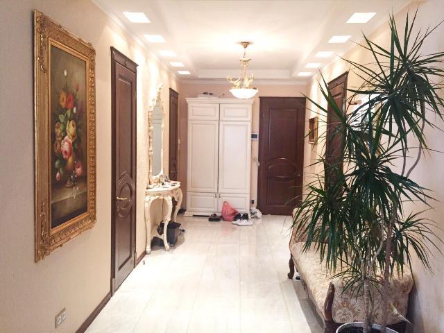 Сдается 4-комнатная квартира на ул. Мукачевский Пер. — 1 600 у.е./мес.