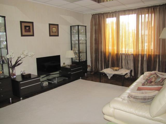 Продается 3-комнатная квартира на ул. Академика Королева — 60 000 у.е.