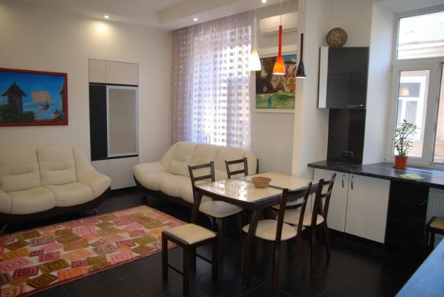 Сдается 3-комнатная квартира на ул. Торговая (Красной Гвардии) — 70 у.е./сут. (фото №18)