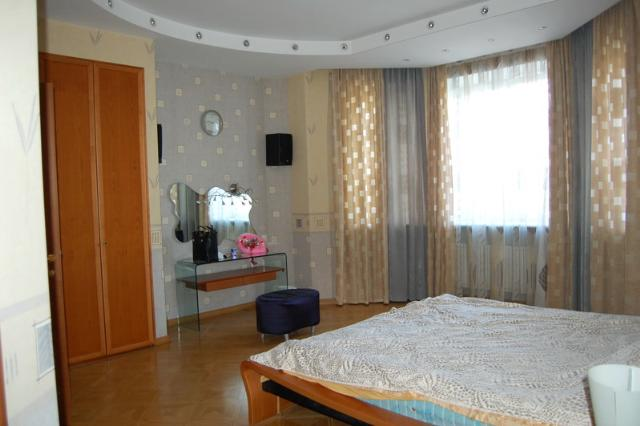 Сдается 4-комнатная квартира на ул. Довженко — 0 у.е./сут. (фото №3)