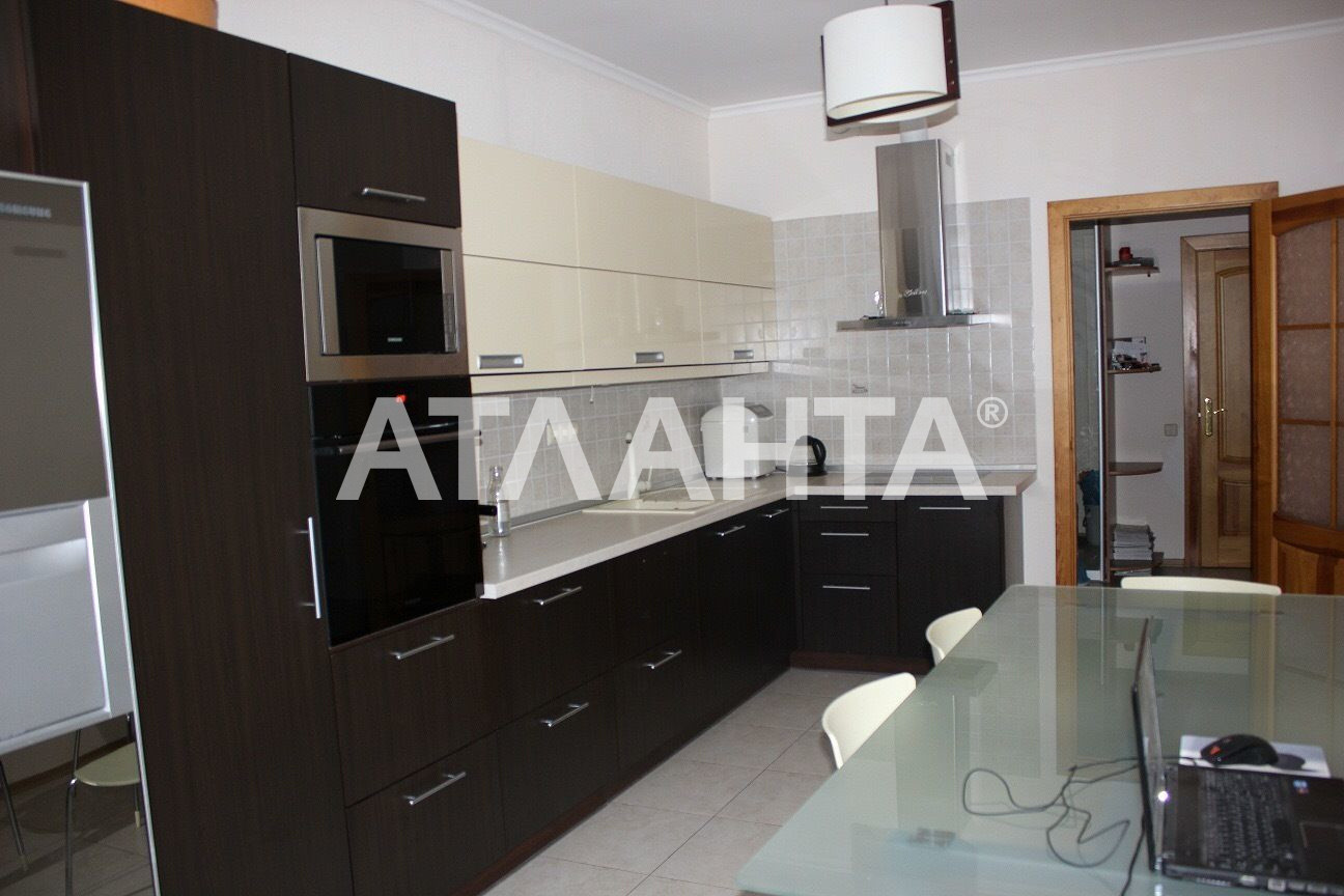 Продается 4-комнатная Квартира на ул. Ул. Клиническая — 165 000 у.е.